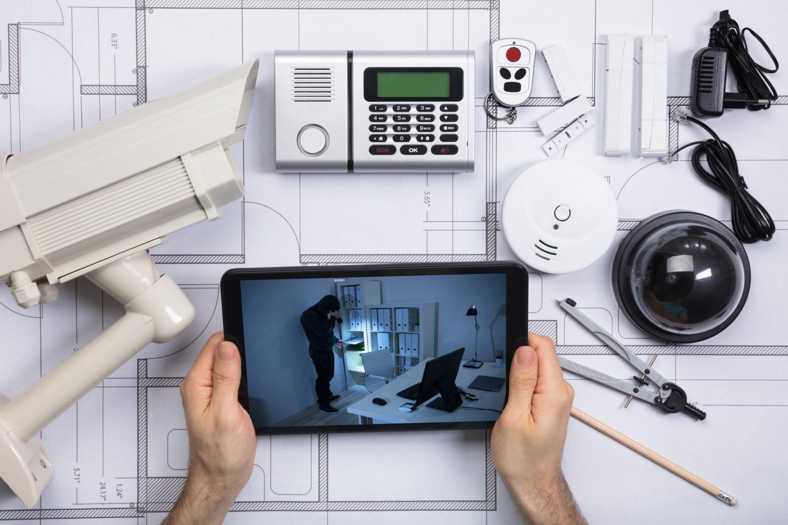 jak przeprowadzić samodzielne monitorowanie alarmów
